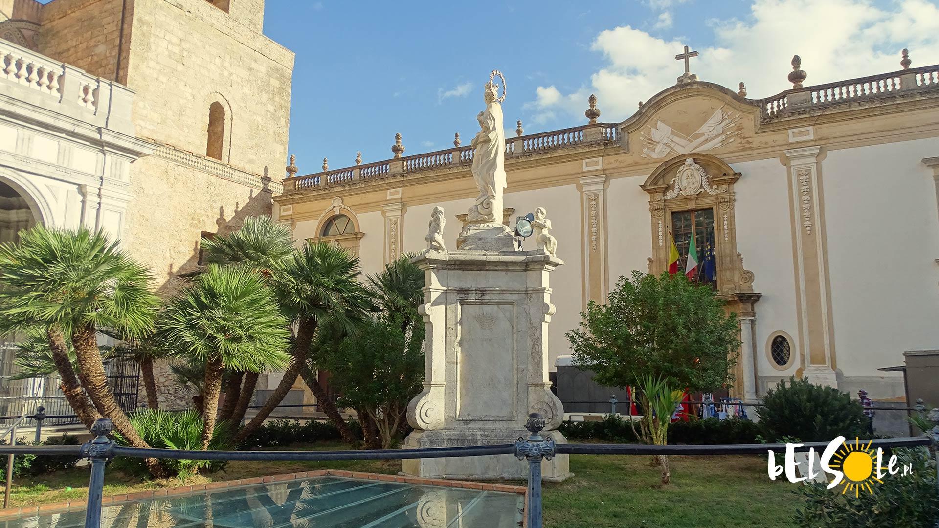 Plac przed wejściem do Duomo
