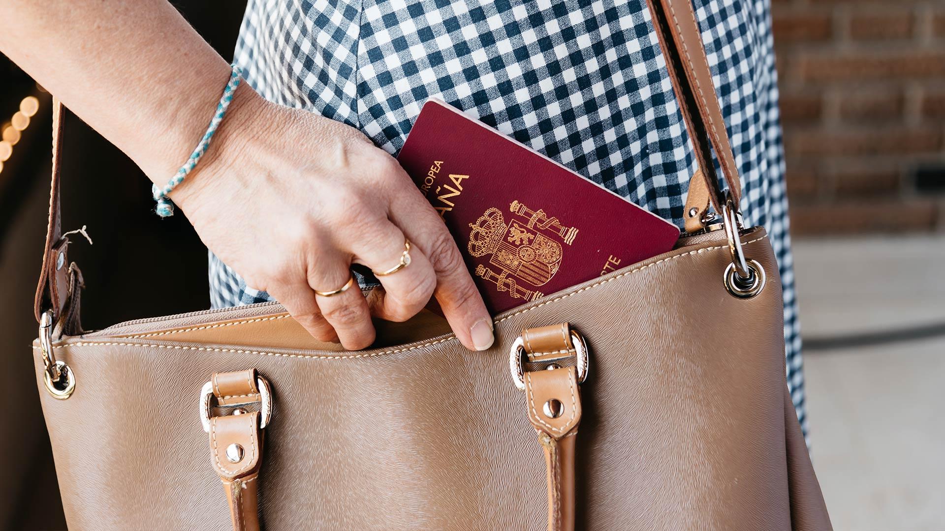 czy potrzeba paszport do hiszpanii