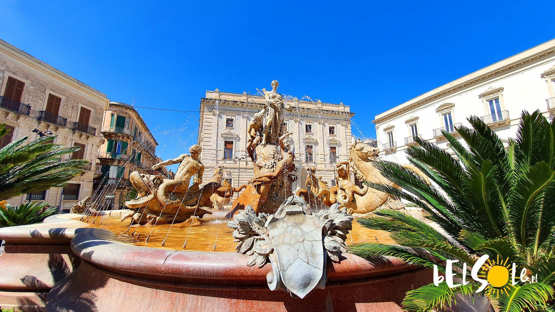 Fontanna Diany na placu Archimedesa.
