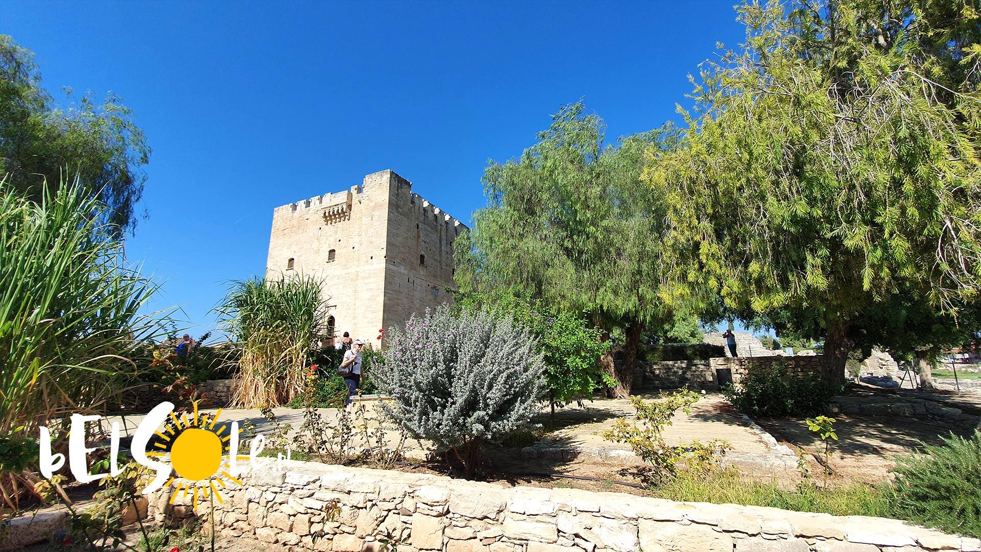 kolossi zamek
