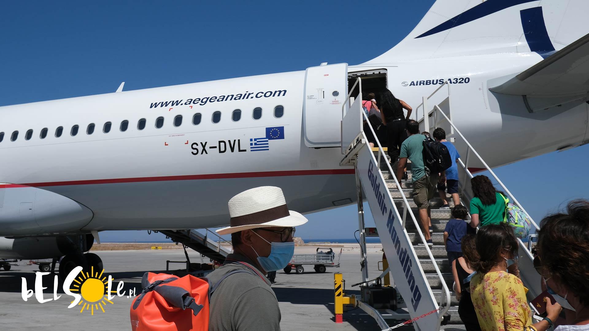 czy na Santorini jest lotnisko